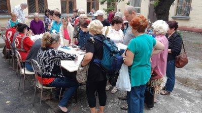 Вынужденные переселенцы в Запорожье получили ваучеры на приобретение медикаментов