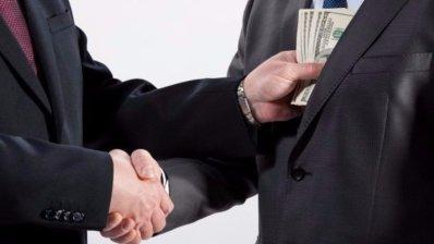 За что 35 крупных фармкомпаний заплатили 5 экспертам Минздрава Украины 9 млн грн?