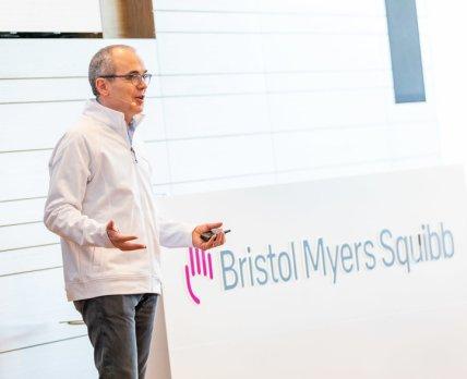 Bristol Myers Squibb проводит редизайн: меньше дефисов, больше фиолетового!