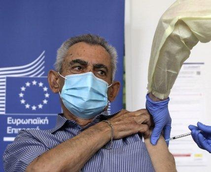 Все страны ЕС одновременно начали кампании по вакцинации от коронавируса