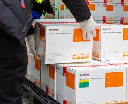 Поставка первой партии китайской вакцины Sinovac в Украину задерживается