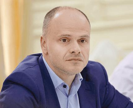 Будут штрафовать: Радуцкий настаивает на штрафах для нарушителей закона о запрете продажи лекарств детям