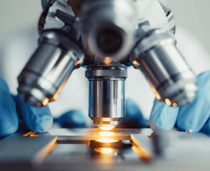 Клинические исследования препаратов от Covid-19: доминируют паника и дезорганизация