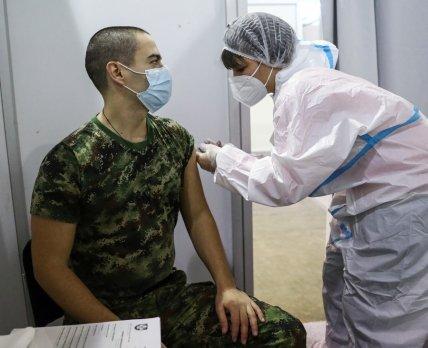 Сербия стала первой страной в Европе, где будут использовать вакцину от Sinopharm