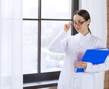 Обзор рынка труда фармацевтов: ожидания кандидатов и требования работодателей /freepik