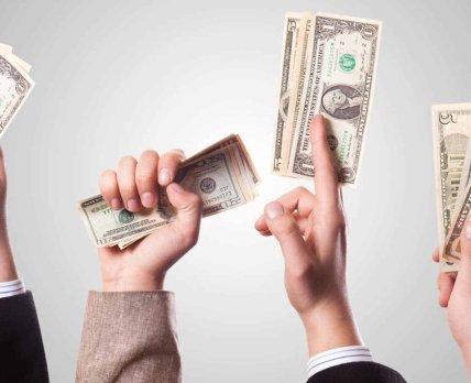 Зарплаты в «фарме»: насколько велика пропасть между доходами начальников и подчиненных?