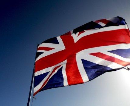 Правительство Великобритании пересматривает планы по закупке «коктейля» AstraZeneca