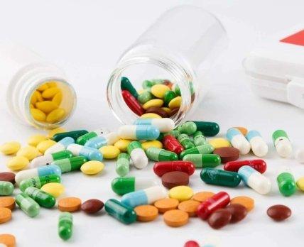 Опрос: украинцы оставляют в аптеке 200-500 гривен в месяц