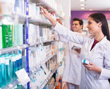 Выпускники не спешат работать в аптеках: неутешительные тренды на фармрынке труда в Польше